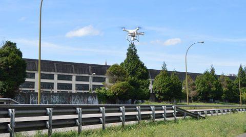 Un dron sobrevolando el bulevar de San Julián de los Prados.