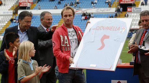 Tras abandonar el club, recibió el homenaje de Balaídos