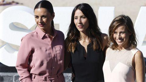 Las actrices Miren Ibarguren , Marta Etura  y Bárbara Goenaga, durante la presentación de «Kalebegiak»