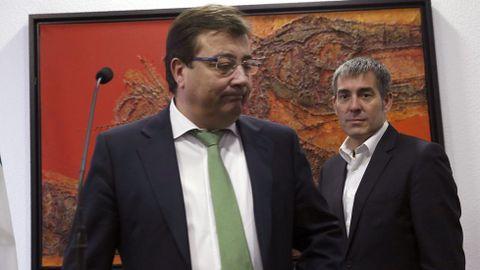 Vara, con el presidente canario. El presidente de Extremadura, Guillermo Fernández Vara, y el de Canarias, Fernando Clavijo, propusieron ayer la celebración de una cumbre de presidentes autonómicos en octubre para lograr del Gobierno en funciones los datos que permitan hacer los presupuestos del 2017.