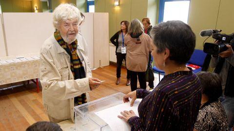 Xosé Manuel Beiras, votando