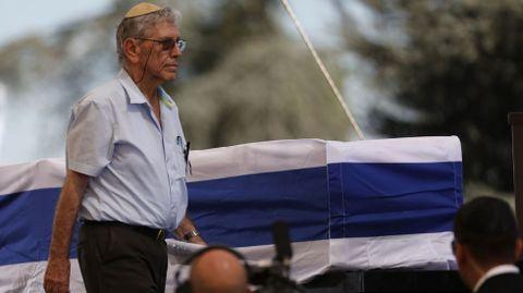 El escritor israelí Amos Oz, durante el funeral de Simon Peres