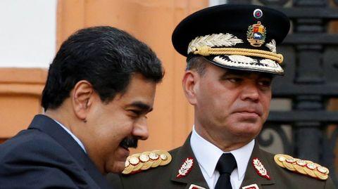 Nicolás Maduro, con el ministro de Defensa, Vladimir Padrino.