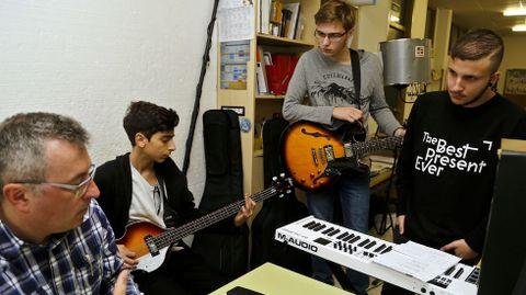 Alumnos de seis países prepararon en As Barxas una obra de teatro, con música y todo.