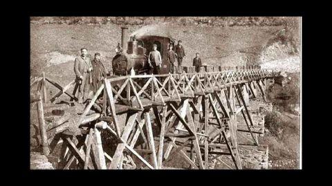Foto histórica de la locomotora utilizada para transportar el mineral de las minas de Freixo, en Monforte