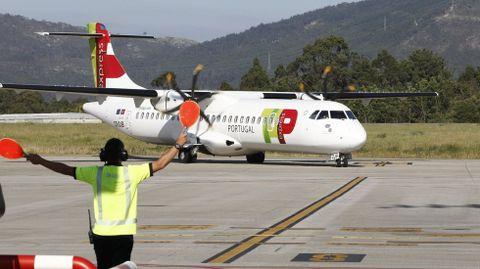 Una aeronave de TAP en el aeropuerto de Peinador
