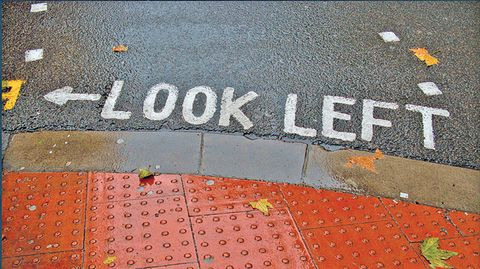 Armando Álvarez, «Look Left»