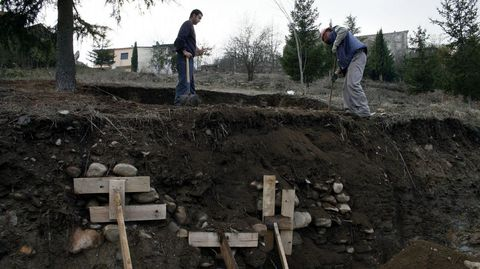 Outro aspecto dos traballos arqueolóxicos realizados no 2007. Ao fondo, á dereita, pode verse unha parte do antigo palacio condal de San Vicente