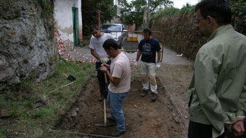 No 2005 realízaronse unhas catas arqueolóxicas previas ás obras de rehabilitación da rúa Falagueira. Neste lugar apareceron as primeiras mostras de cerámica castrexa encontradas no monte de San Vicente