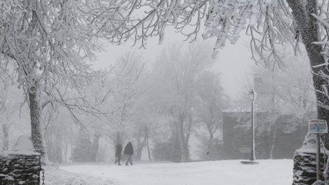O Cebreiro ofrece postales de nieve y helada