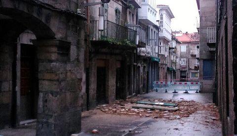 Caída de parte de la fachada de un inmueble en la calle Princesa