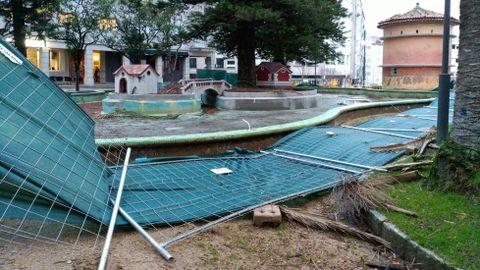 Destrozos en Las Palmeras en Pontevedra.