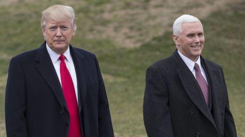 Pence, a la derecha de Trump