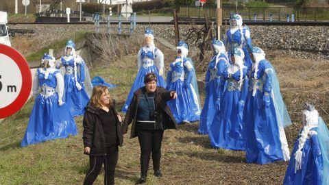 En Ribas Altas, as comadres disfrazáronse da princesa do filme «Frozen» para criticar a «conxelación» dos investimentos e das obras públicas