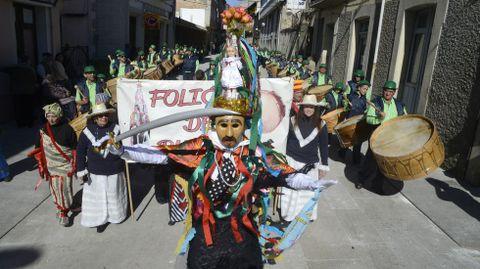 Desfile de folións e comparsas en Viana do Bolo