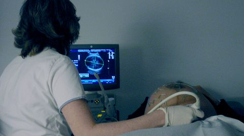 Una embarazada se somete a una ecografía.Una embarazada se somete a una ecografía