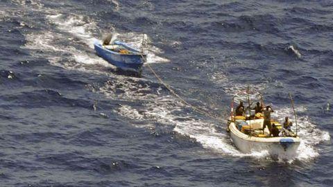 Presuntos piratas somalíes en una imagen de archivo del 2010