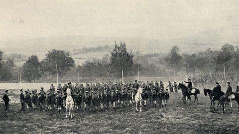 Despliegue de las tropas de infantería en el Campo do Teixugo durante las maniobras