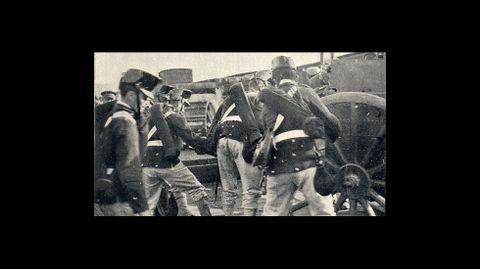 Desembarque de las piezas de artillería que se desplazaron a Bóveda por ferrocarril