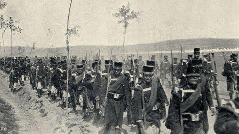 Un momento de la llegada de las columnas de infantería al Campo do Teixugo