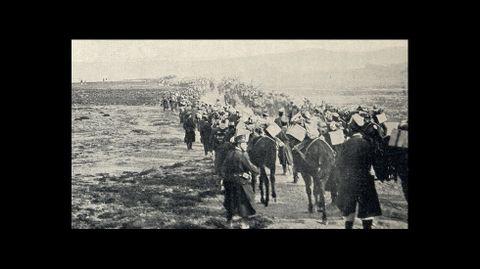 Otro aspecto de la llegada de las columnas de infantería al campamento instalado en Bóveda