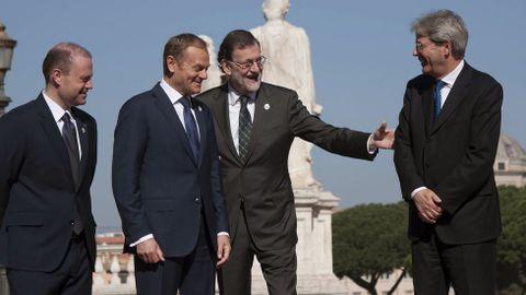 Mariano Rajoy, junto al primer ministro italiano, Paolo Gentiloni; el presidente del Consejo Europeo, Donald Tusk, y el primer ministro de Malta y presidente de turno de la UE, Joseph Muscat