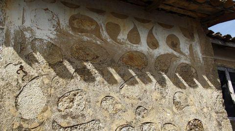 Diseños con cal borrados en gran parte en la aldea soberina de Castroseiros