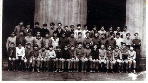 Otra imagen de la promoción de alumnos del colegio en el curso 1966-1967