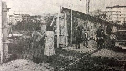 Derribo del muro del antiguo huerto de los escolapios en 1991 para iniciar la construcción del Parque dos Condes