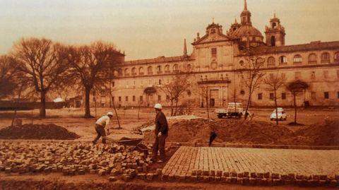 Construcción de la actual explanada pavimentada de la Compañía a principios de los años 70