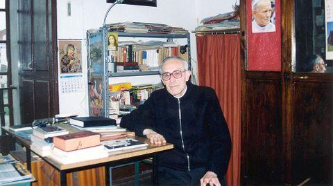 El padre Esteban Martínez, fallecido en el 2001, fue uno de los profesores más conocidos del colegio, al que se incorporó en los años 30