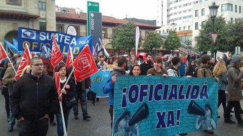 Manifestación pola oficialidá del asturianu
