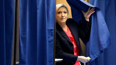 La líder del ultraderechista Agrupación Nacional, Marine Le Pen, se apresuró a aprovechar para pedir el apoyo de los militares que firmaron el manifiesto para su candidatura a las elecciones presidenciales del año próximo