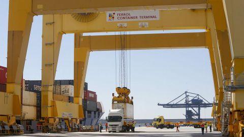 Operación con contenedores en Caneliñas