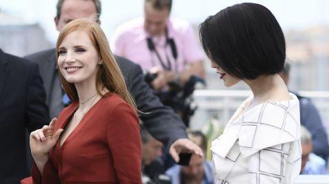 Las actrices y miembros del jurado Jessica Chastain y Fan Bingbing