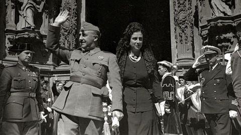 Visita de Francisco Franco y su esposa, Carmen Polo, a la iglesia de Santa María, San Sebastián
