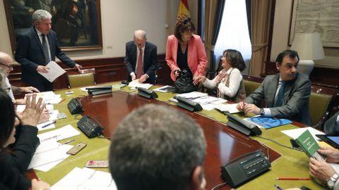 El presidente de la comisión, Pedro Quevedo, de Nueva Canarias, al inicio de la reunión de la comisión de investigación sobre la presunta financiación ilegal del PP