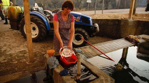 Doce personas se salvaron metiéndose en este tanque de agua
