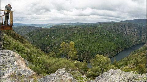 El mirador de O Boqueiriño ofrece un amplio panorama del cañón del Sil