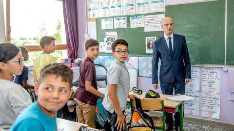 El ministro francés de Educación, Jean-Michel Blanquer, en un colegio galo.