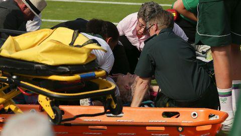 La tenista Bethanie Mattek-Sand abandonó la pista entre gritos de dolor tras su lesión de rodilla.
