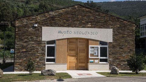 Fachada principal del museo, que ocupa un edificio construido expresamente para ello en la calle Courel