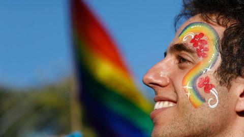 Un participante del desfile anual del Orgullo Gay en Jerusalén