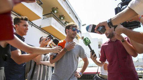 Pablo Nieto, hijo de Ángel Nieto, atiende a los periodistas