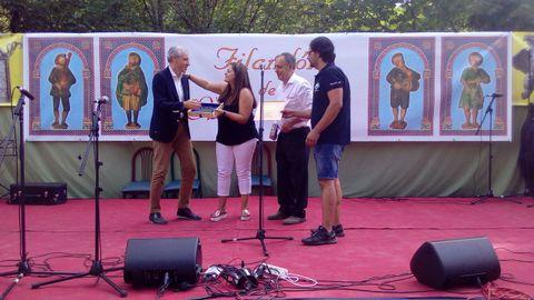 El conselleiro de Industria, Francisco Conde, fue galardonado con la Tésera da Hospitalidade, una distinción que otorgan los organizadores del festival