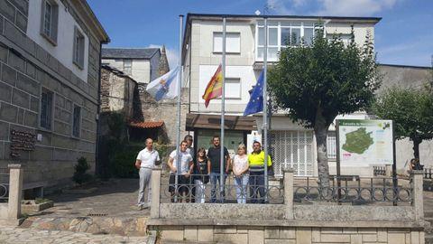 Concentración en repulsa por los atentados de Barcelona en Manzaneda