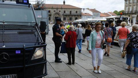 Fuerzas de seguridad vigilan la Plaza del Obradoiro