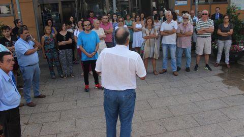 Concentración en repulsa por los atentados de Barcelona en O Barco de Valdeorras
