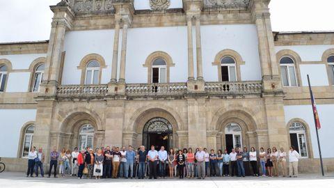 Minuto de silencio ante la Diputación de Lugo por el atentado de Barcelona