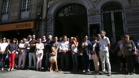 Minuto de silencio en el Ayuntamiento de Pontevedra por el doble atentado terrorista de Barcelona